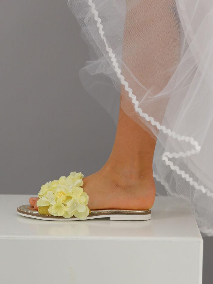 Elegant slide-ons with flowers