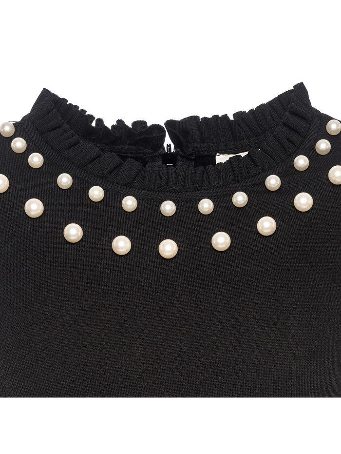 Elegant top with pearls