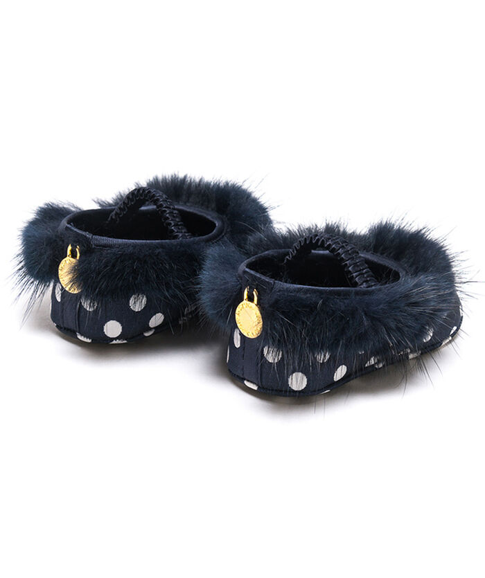 Newborn shoes with fur