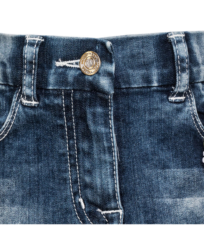 Короткая джинсовая юбка с вышивкой